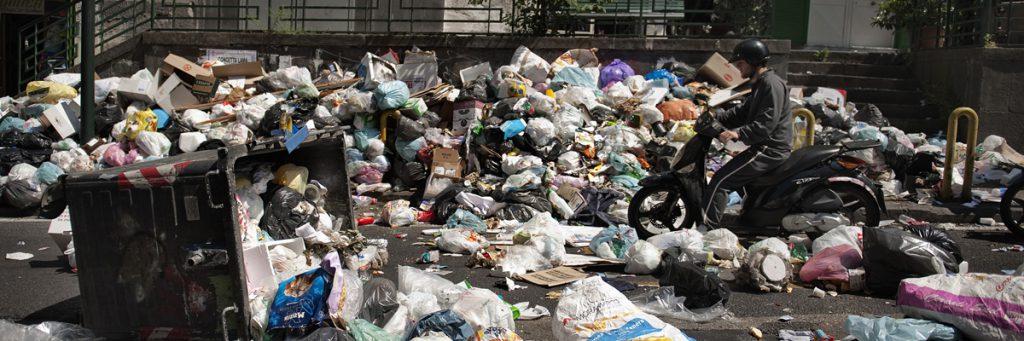 Bolsas de basura tiradas en Nápoles (Anna Monaco/AFP/Getty Images)
