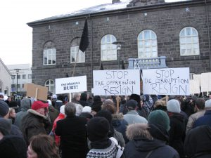 Protests on Austurvöllur because of the Icelandic economic crisis, 2008 (photo: Wikimedia Commons)