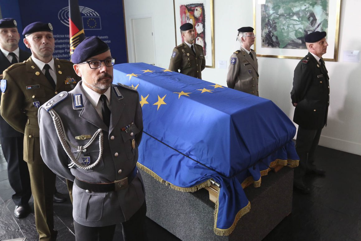 European Ceremony of Honour for Dr. Helmut KOHL, Soldiers paying tribute, July 1, 2017